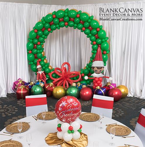 Gallery Image Holiday-Wreath-Balloon-Photo-Frame-by-Blank-Canvas.jpg