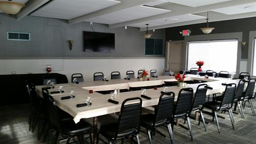 Our Lakes Room seats up to 40 people for a meeting or dinner and overlooks the Eagle Creek Golf Course