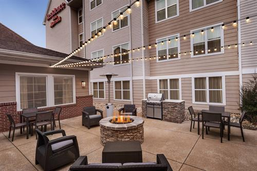 Patio w/fire pit & grilling area
