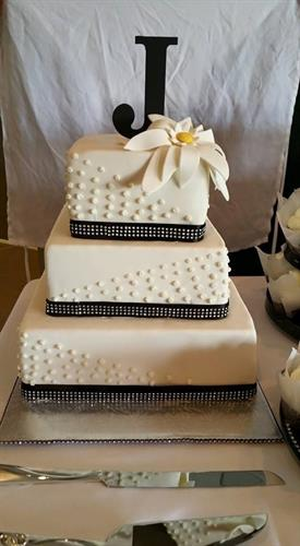 Modern square wedding cake