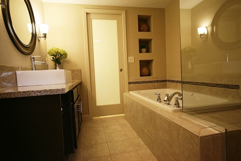 E-Suite Whirlpool Tub Bathroom