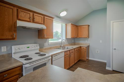 Gallery Image 1505_Lorena_Drive_-_kitchen.jpg