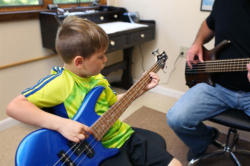 Gallery Image lucas_bass_lesson(3).jpeg