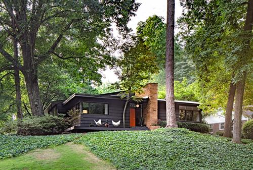 $1.6 MILLION HOME OFFERED BY RENOWNED FASHION PHOTOGRAPHER AND STYLIST FEATURED ON MANSIONGLOBAL.COM