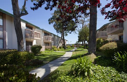Knollwood Meadows Apartments in Santa Maria