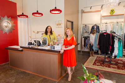 Robin & Andrea welcomes you to our boutique!