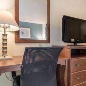 Queen room Desk