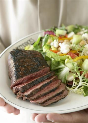 Gallery Image steak_and_salad.jpg