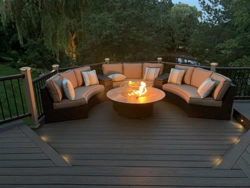 Platinum Decking Libertyville Trex Deck