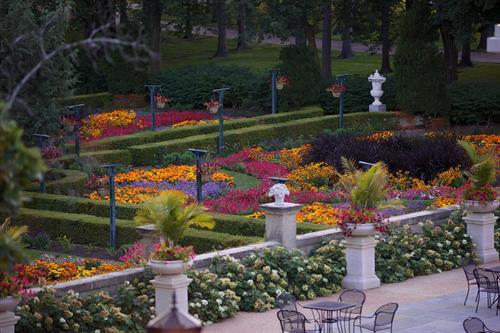 Cuneo gardens/ terrace