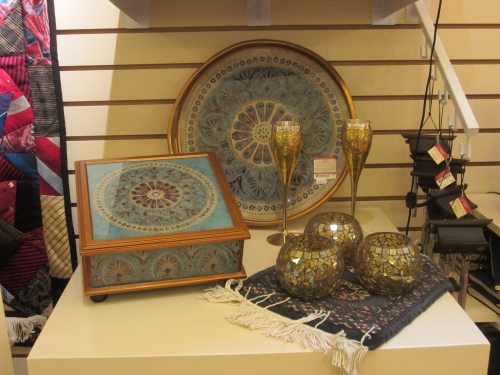 Exquisite serving and display pieces
