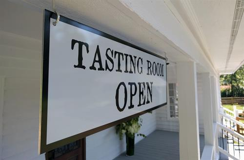 Gallery Image Accent_Tasting_room_open.jpg