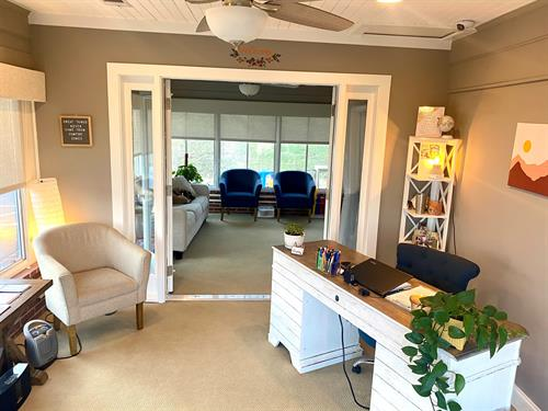 Gallery Image waiting_room-front_office.jpg