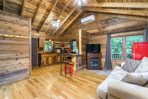 The Big Little Cabin - Interior