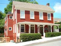 The Dahlonega Square Hotel - 135 North Chestatee Street