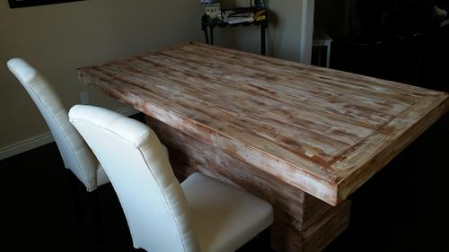 Pedestal table.