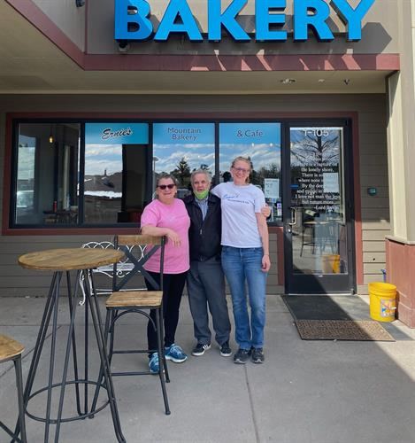 Ernie's Bakery just celebrated their 1-year Anniversary!  Congratulations Tina on your success.