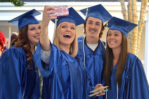 Gallery Image .4.grads.selfie.web.DSC_0050.jpg
