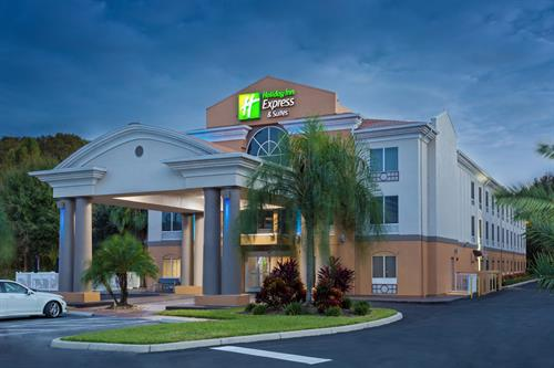 Holiday Inn Express & Suites - Tavares / Leesburg