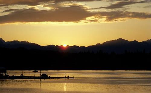 Gallery Image Port_Orchard_Marina_and_Olympic_Mountains_in_Evening.JPG