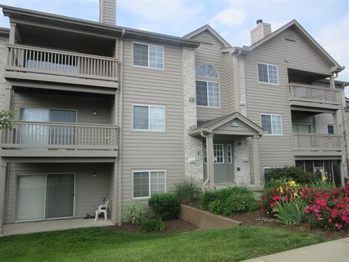 2 bed 2 bath condo, new appliances, fresh paint, 1 car garage.  New Price!