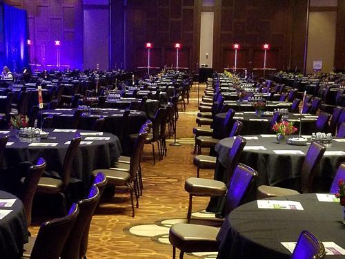 Gallery Image Ballroom_set_conference.jpg