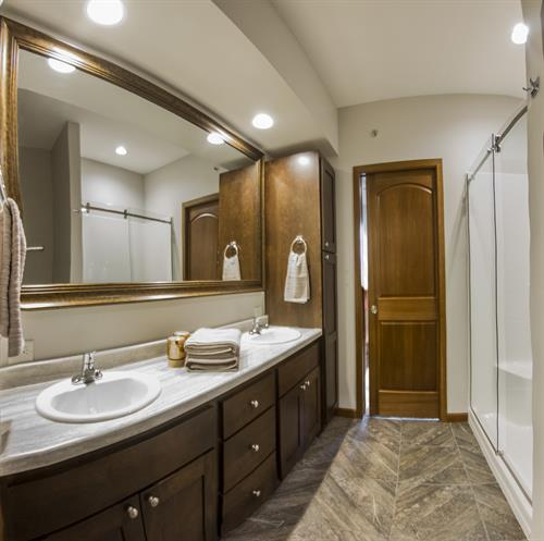 Gallery Image Bathroom-Wideangle.jpg