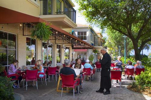 Patio Dining at Prosecco Cafe