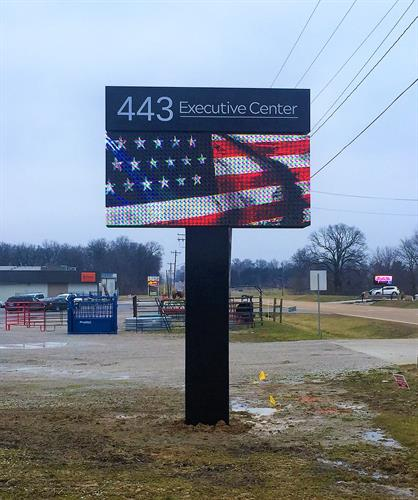 Pole sign with Branded topper cabinet and NEXTLED EMC - Illinois