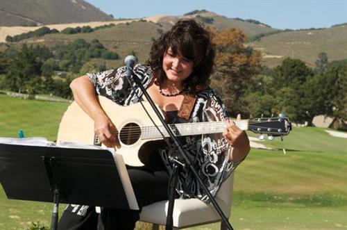 Kiki Wow - Solo Acoustic Guitarist/Singer