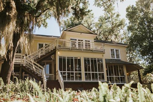 Exterior view of the Oakland Manor House facing Lake Apopka
