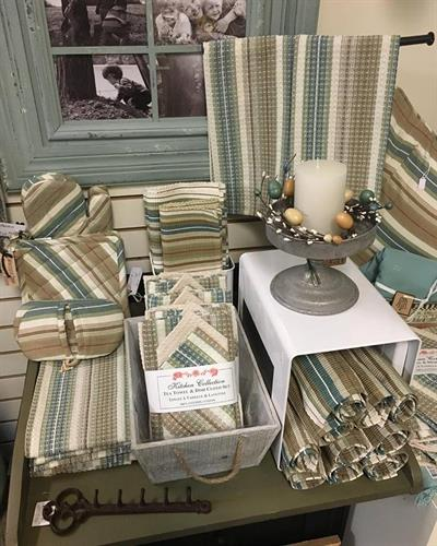 We carry a wide variety of placemats, tea towels, runners and tablecloths.