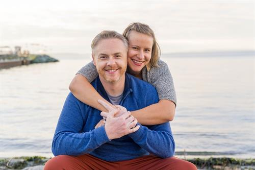 family portrait photography of a young couple on the Edmonds shore near the ferry