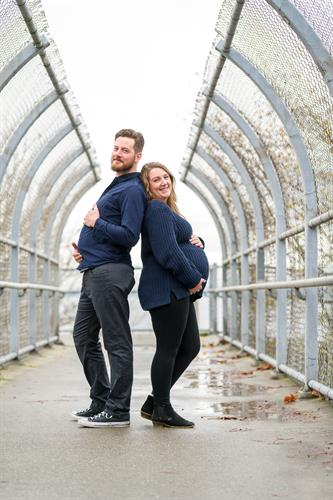 Maternity photos of couple at Picnic Point