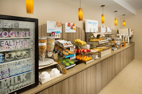 Holiday Inn Express & Suites DFW Grapevine- Express Breakfast