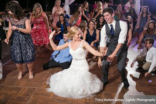 Gallery Image Taylor_Irvin_Tracy_Autem_amp__Lightly_Photography_190991932_low.jpg