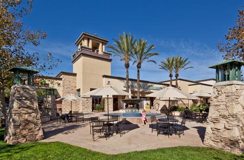 Carmel Mountain Plaza - Fountain Courtyard - Barnes & Noble