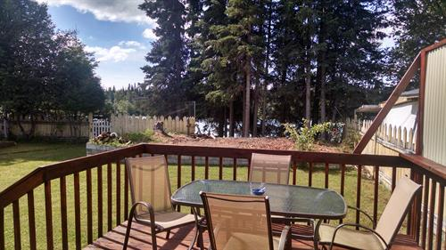 Comfortable roomy back yard with the kenai River RIGHT THERE!
