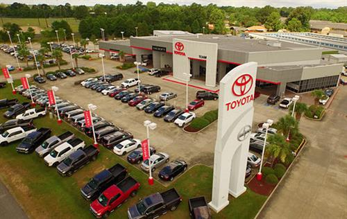 Gallery Image teamtoyotanewwithsignsmall.jpg