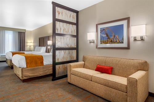 2 Queen Extended Suite w/ Pullout Couch