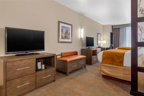 King/2 Queen Extended Suite Dual TV's