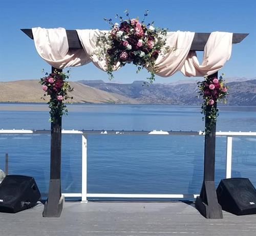 Gallery Image deck_Mary's_wedding_arch.jpg