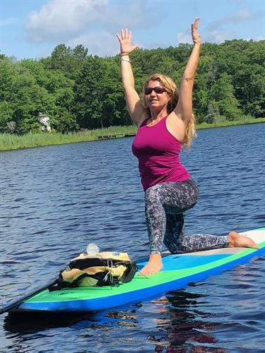 FloYo - Stand Up Paddle Board Yoga