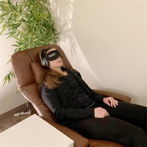 FDA approved NuCalm Neuroscience Therapy gives your body up to 2 hours of restorative rest in 20 minutes
