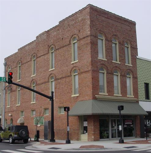 3 Story office building, offices available for rent