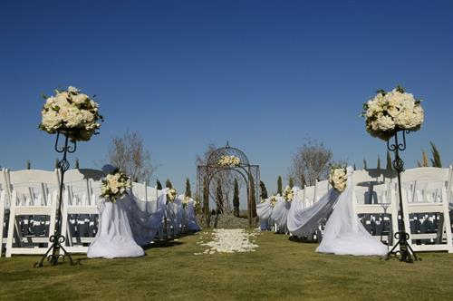 Gallery Image mountainside_ceremony2.jpg