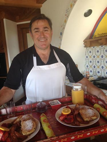 Gourmet breakfast served en suite each morning by Chef Tony!