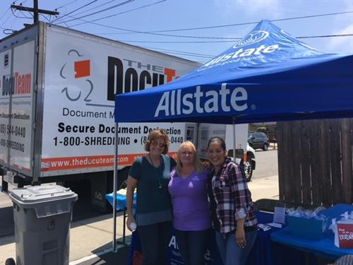 Gallery Image Shred_Event_Pic_with_DocuTeam_Truck_2017.jpg