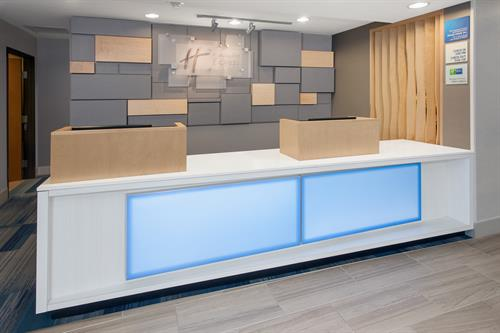 Gallery Image lkzil_hiex_lake_zurich_barrington_front_desk.jpg
