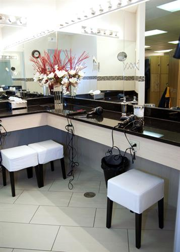 It's Your Club > full amenity locker rooms including towel service & toiletries